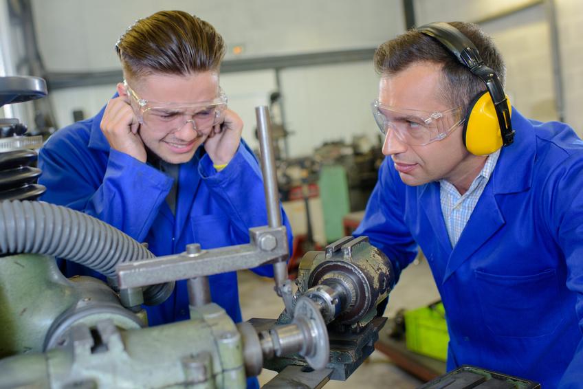 Bruit au travail : quels seuils de pénibilité ?