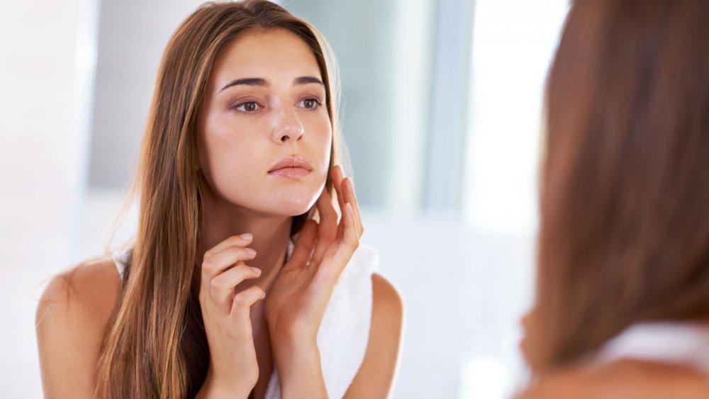 Dermatologue : quelle crème choisir quand on a une peau grasse ?