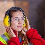 Quelles sont les causes du grésillement des oreilles ?