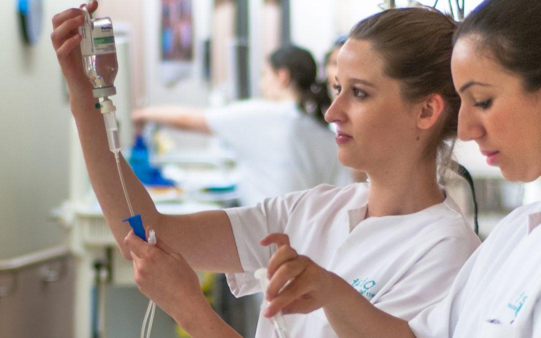 Quelle tenue portent les infirmières au quotidien ?