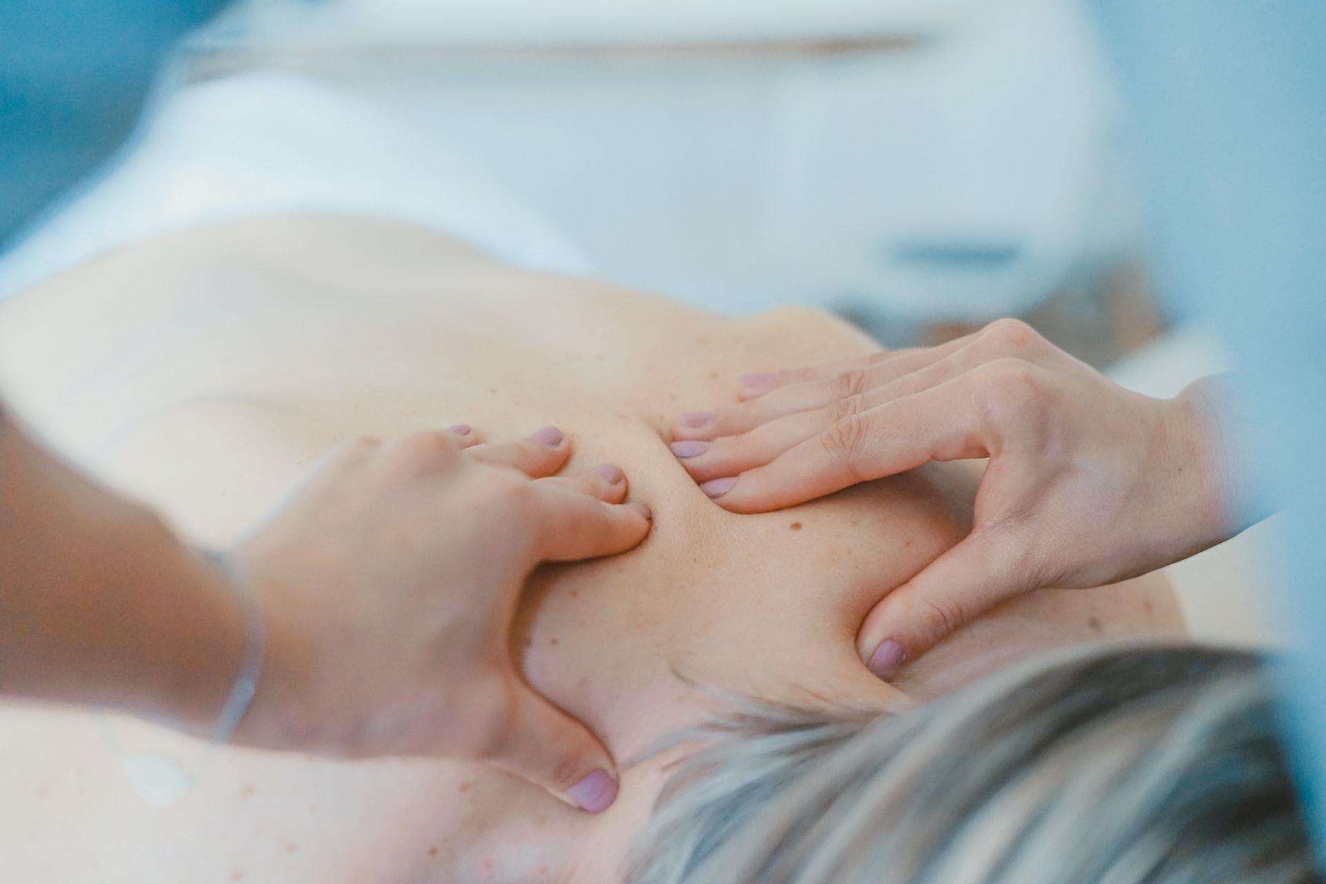 Qu'est-ce qu'un massage érotique 4 mains?